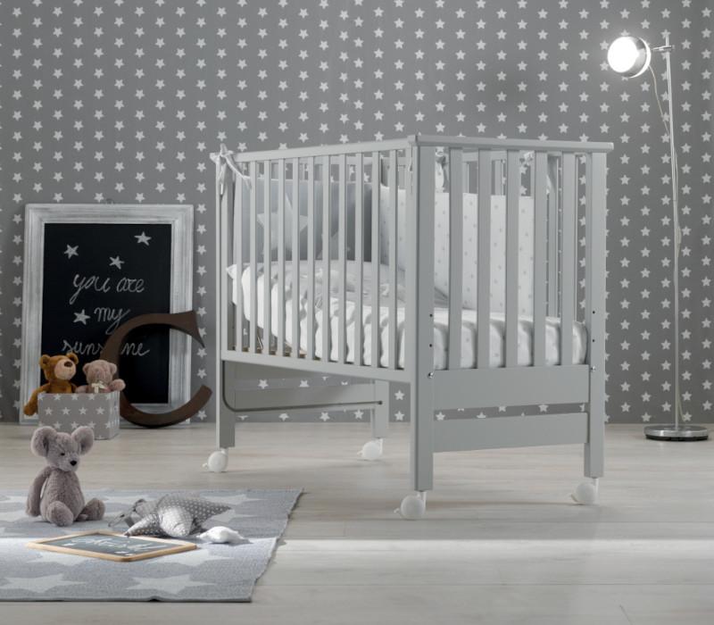 Azzurra Design cameretta Contact grigio, composizione raffigurante lettino e corredino tessile