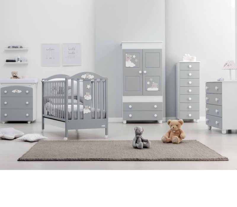 Azzurra Design cameretta Starlette grigio, composizione raffigurante lettino, bagnetto, armadio, comò, settimino e corredino tessile